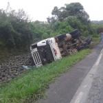 Motorista morre após tombar caminhão na PR 151__4