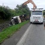 Motorista morre após tombar caminhão na PR 151__7