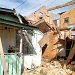 Parte de imóvel desaba sobre casa e mata uma pessoa_1_foto Elder Solimoski