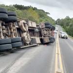 Caminhão tomba na PR 151 em Faxinal dos Quartins_2
