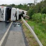 Caminhão tomba na PR 151 em Faxinal dos Quartins_4