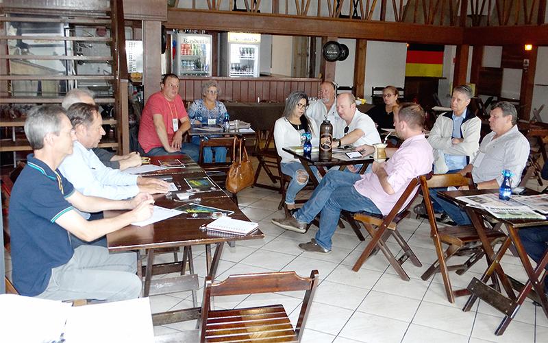 _Reunião da ADJORI em Palmeira reúne 15 jornais (1)
