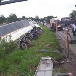 Acidente entre dois caminhões na PR 151 no Rio Caniú_1