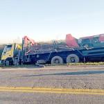 Caminhão sai da pista na PR-151 _ 2_foto divulgação