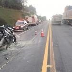Grave acidente entre carro e caminhão na BR 277 em Palmeira deixa uma pessoa morta-PRF-1
