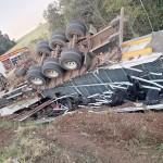 Acidente caminhão na PR 151_foto PRE_4