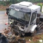Acidente entre carro e caminhão deixa três vítimas fatais na BR 277_foto 2 PRF