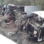 Caminhão carregado de cerveja tombou na PR 151 teve carga saqueda e deixou dois feridos-foto 3 rede social