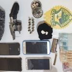 Pm apreende arma-droga-dinheiro e celulares após abordagem em Posto de Combustível-foto PM