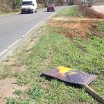 Vandalismo na PR 151 placas 02 - foto divulgação DER