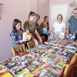 Entrega de livros pela Caminhos do Paraná à secretaria de educação_foto Moacir Guchert (3)